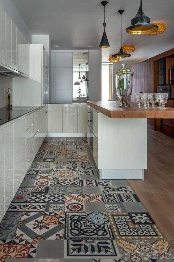 piastrelle cementine-cementine-colore in casa-arredare con i colori-pareti colorate-elementi decorativi