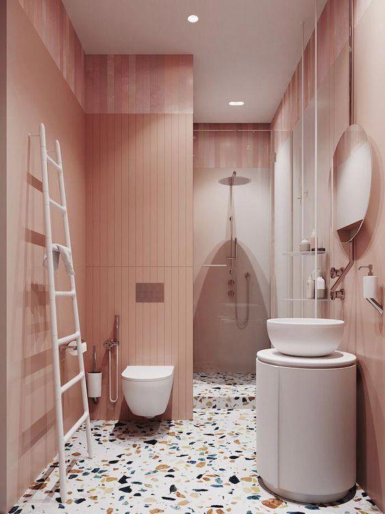 bagno-pareti-rosa-con-luce-artificiale